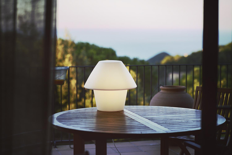 versus lamp